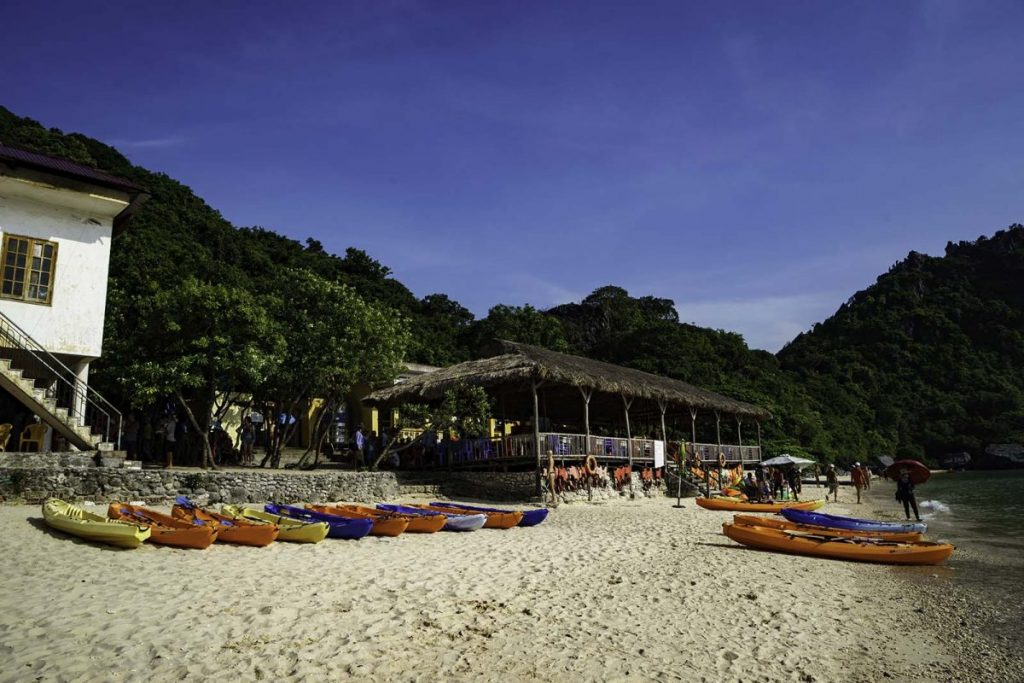 Where we can hire a kayak in Cat Ba Island