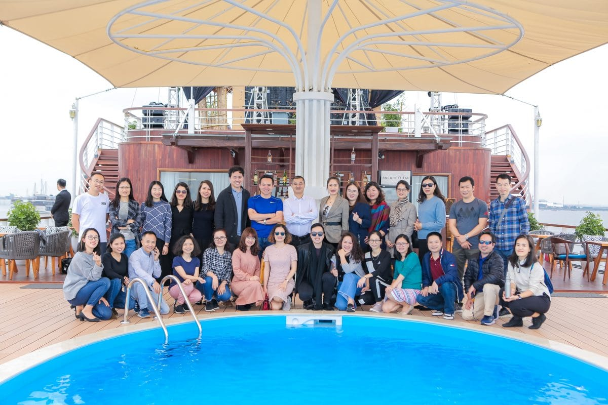 The attendees in front of the pool bar on Heritage Cruises