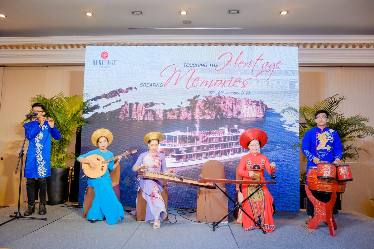 The special performance of 4 artists playing different traditional musical instruments