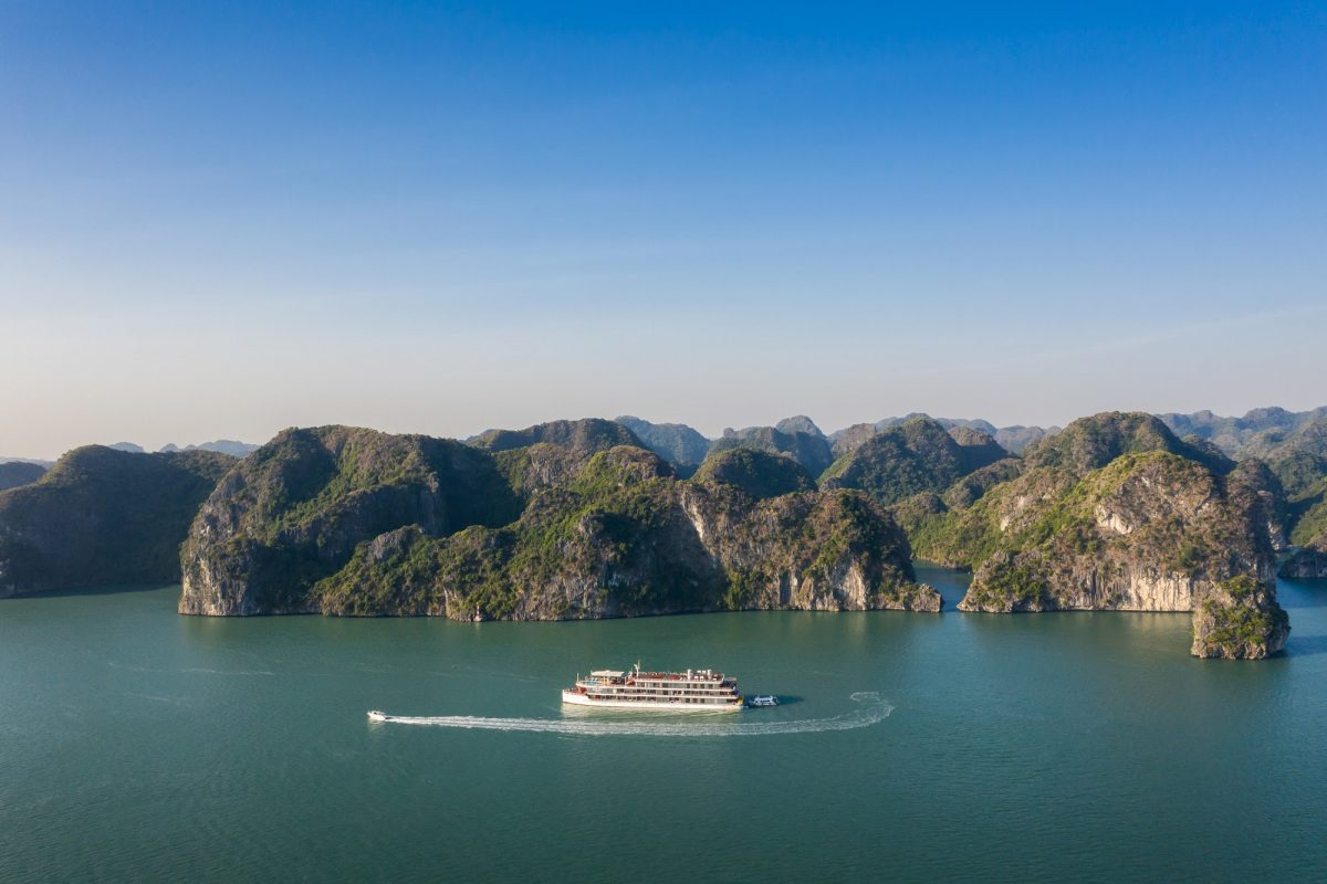 With-pristine-water-and-surrounding-nature-landscapes-heritage-cruises-binh-chuan-makes-great-impressions-on-tourists-minds